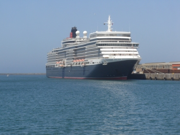 Queen Elizabeth in PE harbour
