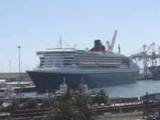 Queen Mary 2 in PE harbour