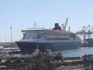 Queen Mary 2 in PE harbour